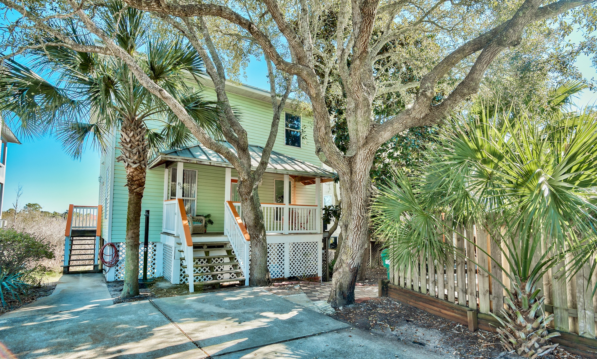 DO-front-close-destin-beach-house-rentals