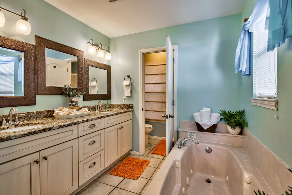 master-bath-destin-vacation-rentals